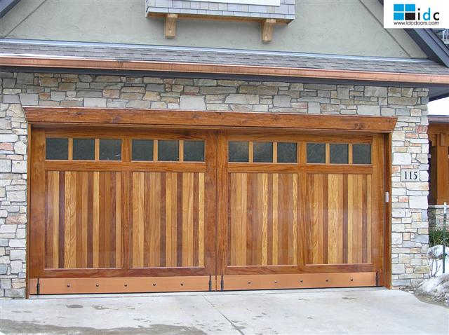 wood-garage-door-mahogany